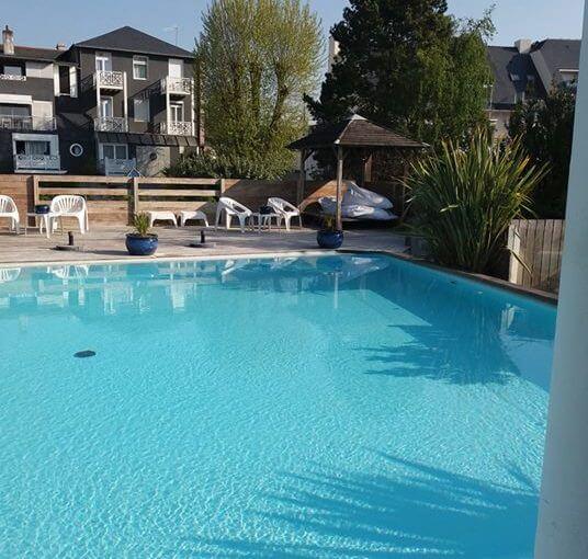 24° l'eau de la piscine extérieure . Il nous reste quelques chambres pour ce wee…