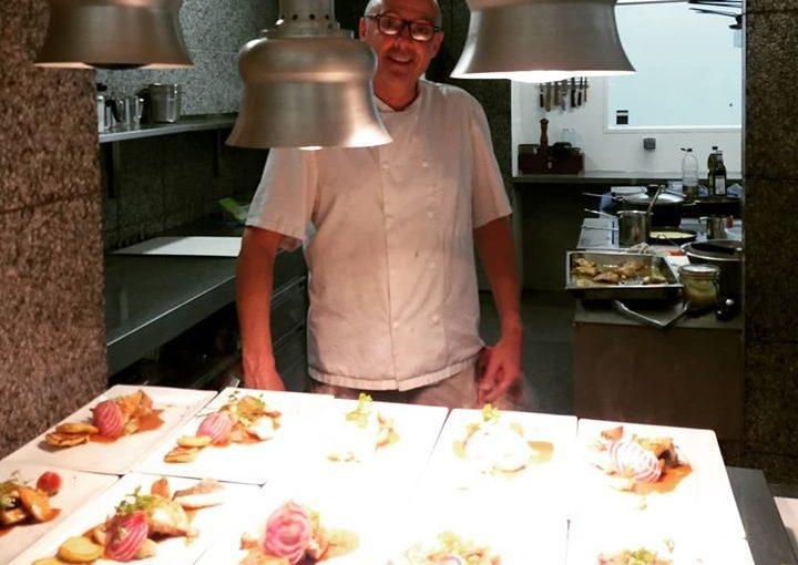 Gilles Laurent, notre chef depuis plus de 30 ans vous attend derrière les fourne…