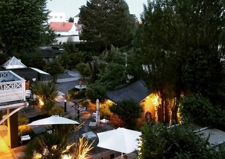 Saison des apéros jardin ouverte…  #hotelsudbretagne  #apero  #degustation  #…
