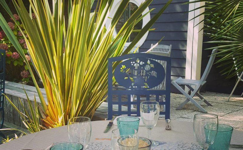 Déjeuner au jardin ? À l'abri du vent ? Nous sommes ouvert midi et soir.  Réserv…