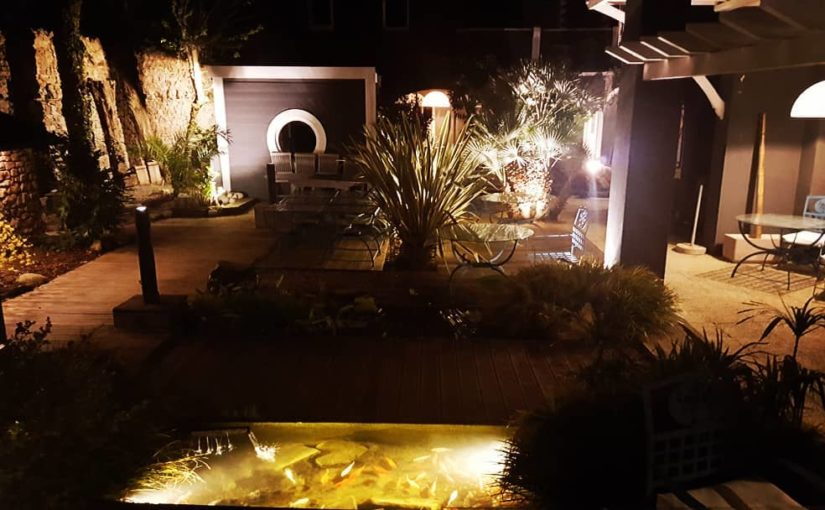 Lumières du jardin   Prêt pour la saison.  #hotelsudbretagne #jardinage #baiedel…