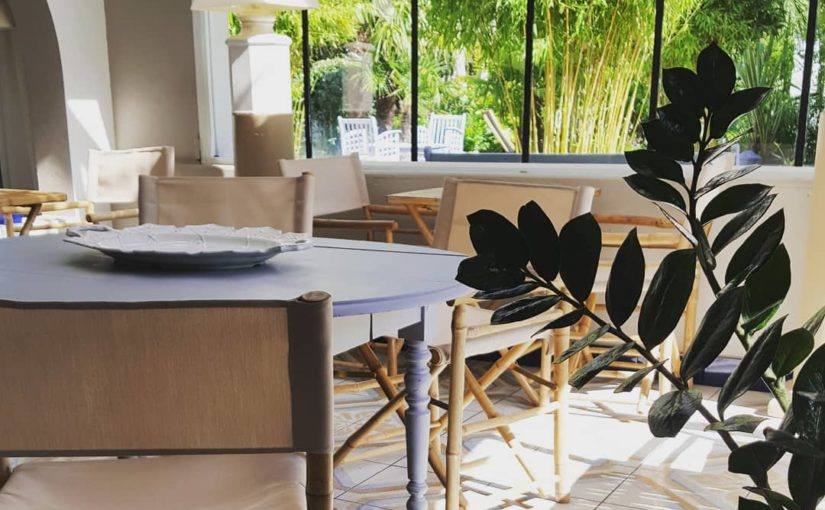 Restaurant ouvert le dimanche.  Unpeu de fraîcheur dans notre jardin.  #hotelres…