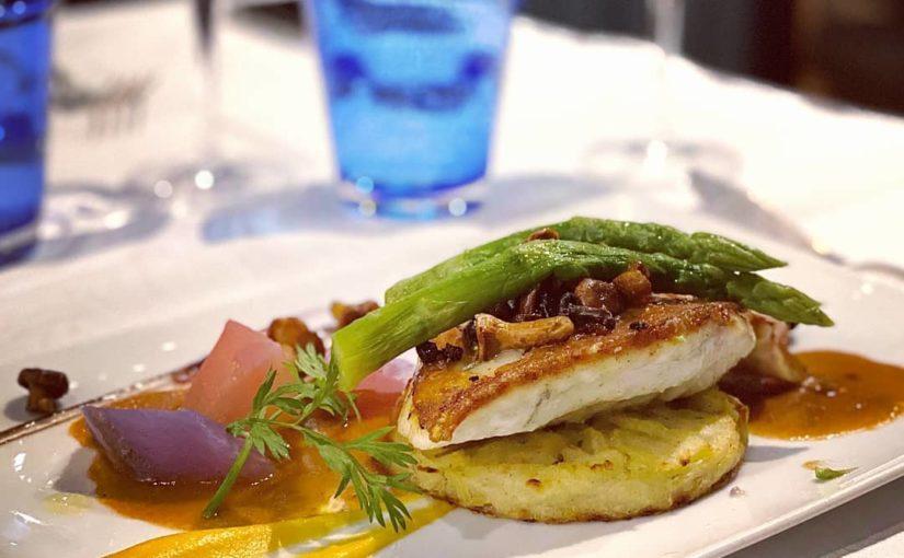 Aujourd'hui notre poisson du jour : Bar au coulis de langoustines, girolles, pet…